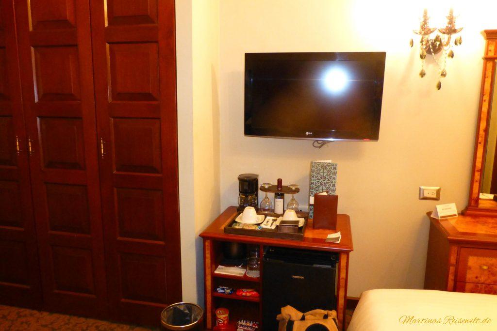 Flachbildschirm und Minibar