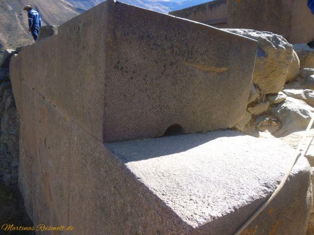 Felsblöcke zu einer Mauer zusammengefügt