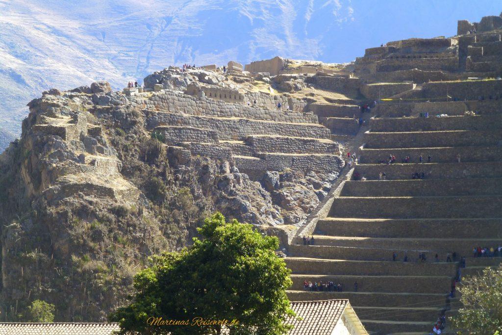 die Ruinen von Ollantaytambo - viele Stufen führen nach oben