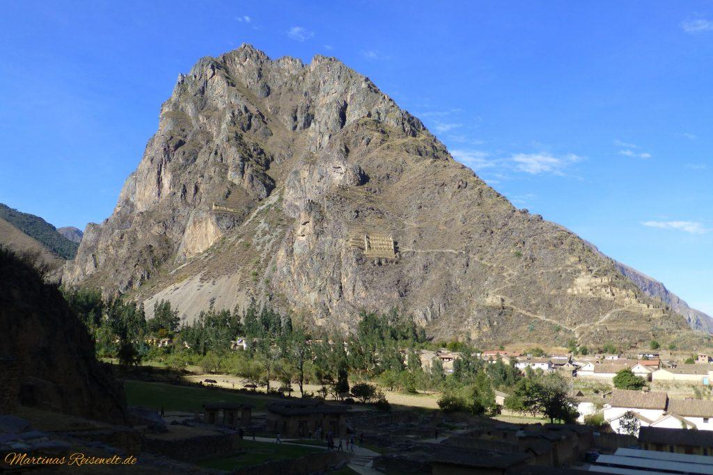 Berg gegenüber der Ruinen von Ollantaytambo