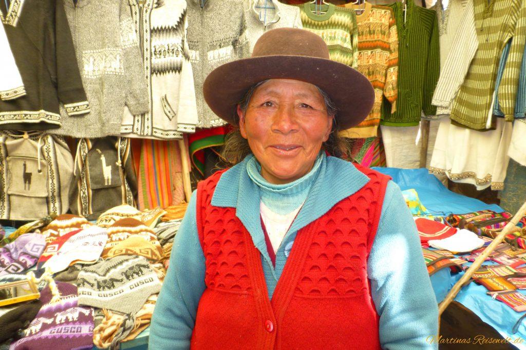Markt in Pisac - freundliche Händlerin