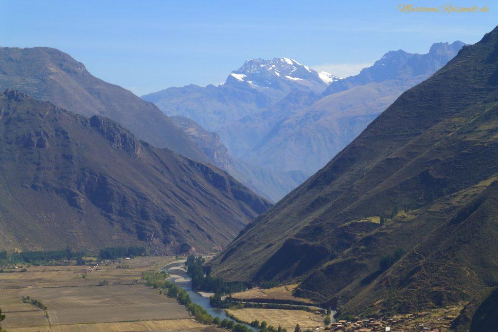 der Urubambafluss schlängelt sich durch das gleichnamige Tal