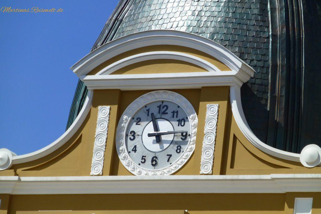 kuriose Uhr