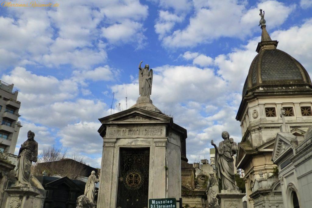 der Friedhof bildet eine Stadt in der Stadt
