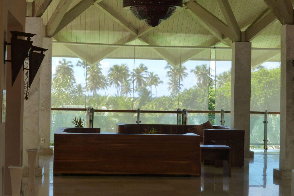 auch von der Lobby sieht man Palmen
