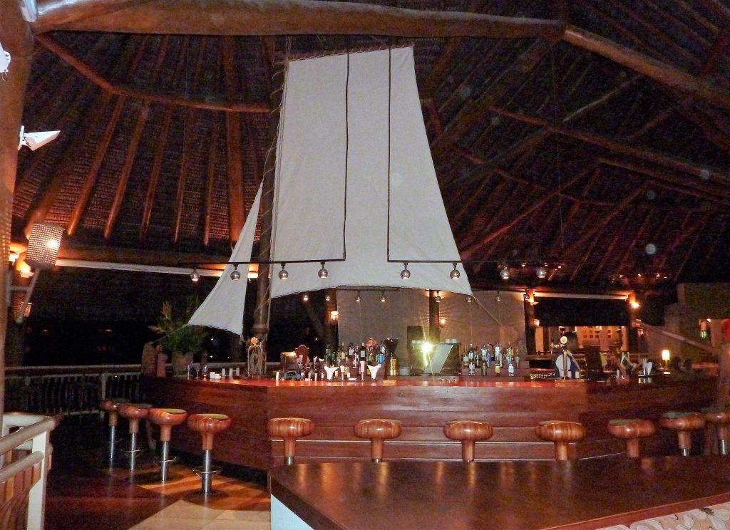 ein Segelboot als Bar