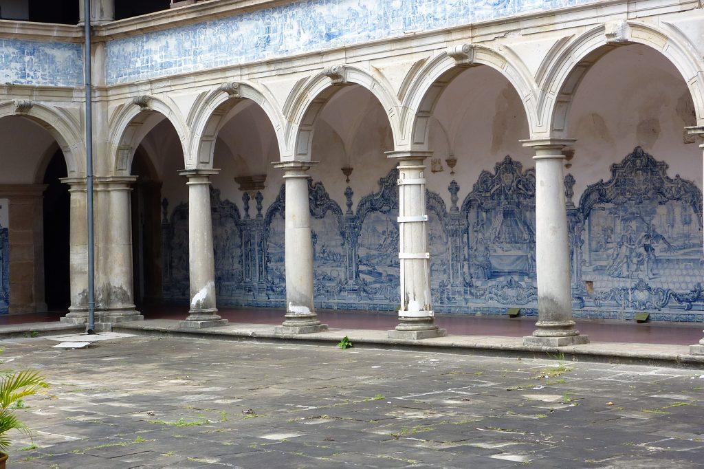 der Innenhof der Kirche