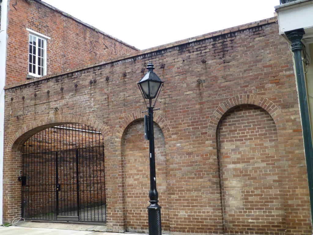 da ist es, das NCIS-Hauptquartier in New Orleans