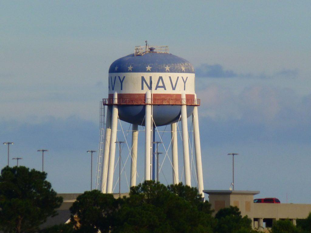 Navy, wie bei NCIS New Orleans? Ich habe schon so vieles aus dem Fernsehen wiedererkannt.