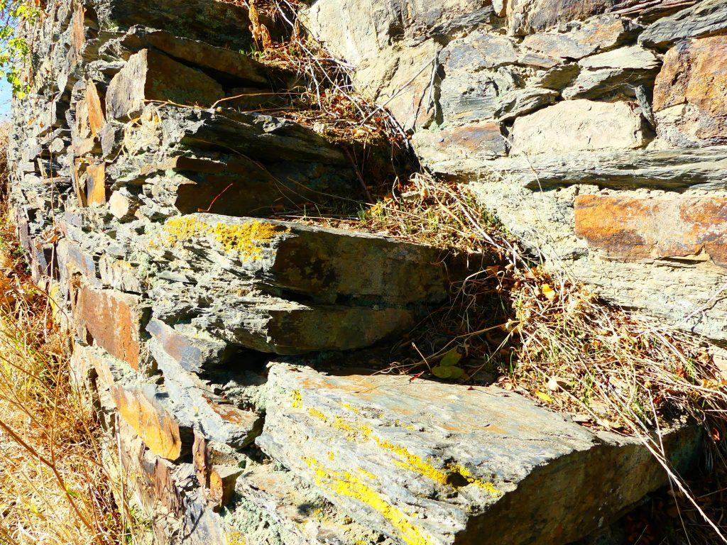 Ahrweiler, altes Gemäuer auf dem Weinberg