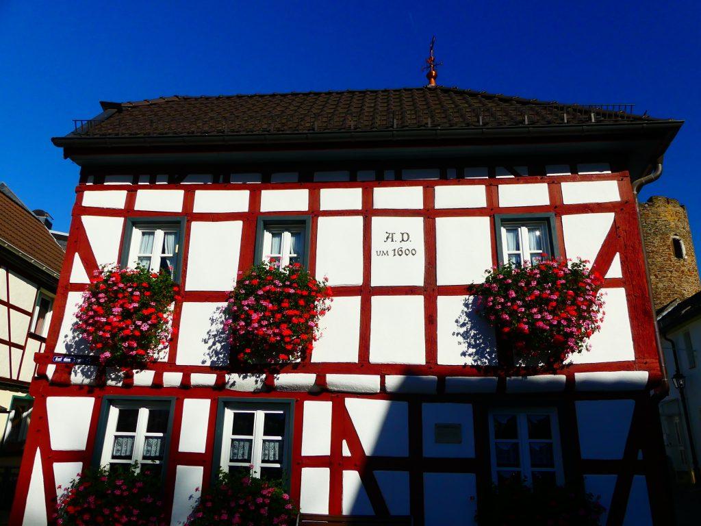 Ahrweiler, altes Haus in neuem Glanz (A.D. um 1600)