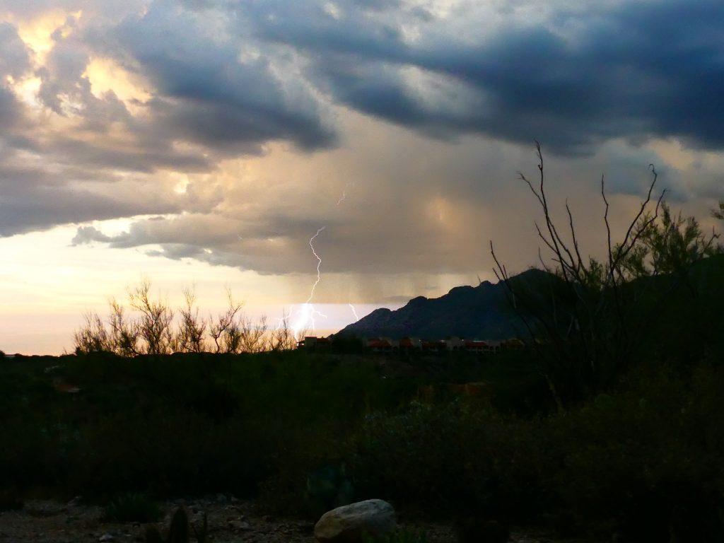 Tucson, Catalina Mountains im Gewitter