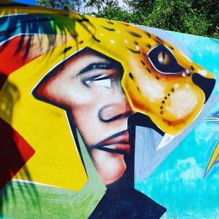 Streetart in Playa del Carmen. Hier verknüpft sich Kunst mit Mayakultur.  Mehr Tipps zu Playa del Carmen und schönen Ausflügen findet ihr in meinem neuen Blogpost unter  https://martinasreisewelt.de/urlaubsziel-mexiko-playa-del-carmen-unternehmungen-und-ausflugstipps  Link in Bio🙂  #playadelcarmenmexico #quintanaroo #rivieramaya #streetart #streetartphotography #murales #mayaculture #culturamaya #maya #mexiko #reisebloggerin #reiseblog #martinasreisewelt