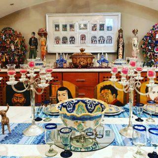Festlich eingedeckte Tafel im Casa de los Venados, Valladolid. 😍😍😍 Besonders die Stühle sind bemerkenswert.😍😍😍 . . . #casadelosvenados #valladolidyucatan #valladolid #yucatanpeninsula #yucatanmexico #yucatan #kunstsammler #kunst #art #arte #entdecken #reisen #reiseblogger #martinasreisewelt