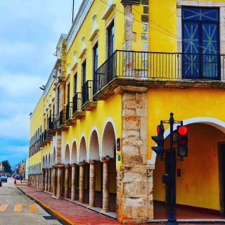 Im Zentrum von Valladolid, Yucatan. . . . #valladolidyucatan #valladolid #alteshaus #historischegebäude #historisch #history #gelb #yellow #amarillo #yucatanpeninsula #yucatanmexico #yucatan #reisefotografie #reiseblog #entdecken #besichtigen #martinasreisewelt