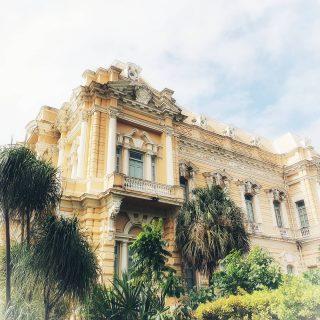 So könnte ein Erinnerungsfoto vom Palacio Cantón aussehen, dass vor vielleicht 60 Jahren aufgenommen wurde. Leicht verblasst, aber die Schönheit des Motivs ist immer noch erkennbar. 😍😍😍 . . . #palaciocanton #meridayucatan #entdecken #yucatanpeninsula #yucatanmexico #yucatan #reisefotografie #travelphotography #fotografieistunserhobby #reiseblog #martinasreisewelt