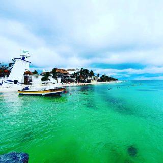 Der schiefe Leuchtturm von Puerto Morelos und das wunderbare Meer, ein Traum in jade. . . . #puertomorelos #puertomorelosmexico #leuchtturm #lighthouse #meer #vitaminsea #mexiko #mexico #entdecken #reiseblog #instanature #instatravel #traumhaft #fotografieistunserhobby #martinasreisewelt