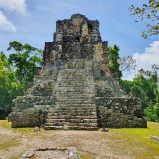 "Das höchste Bauwerk in Muyil mit 17m Höhe wurde auch hier ""El Castillo"" genannt. . . . #muyil #muyilruins #ruinas #ruins #ruinasmayas #mayaculture #mayaruins #maya #culturamaya #quintanaroomexico #yucatanpeninsula #elcastillo #entdecken #besichtigen #reiseblog #martinasreisewelt"