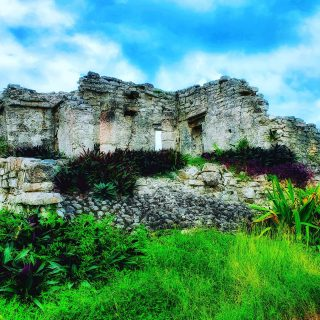Die Ruinen von Tulum thronen auf einer Klippe malerisch direkt am Meer und sind ein tolles Ausflugsziel an der Riviera Maya.🙂🙂🙂 . . . #tulumruins #tulummexico #tulumruinas #tulum #rivieramaya #rivieramayamexico #mexiko #mexico #ausflug #travelblogger #traumhaft #travelphotography #reisefotografie #mayaculture #mayaruins #maya #mayas #martinasreisewelt