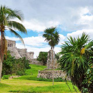 Die Ruinen von Tulum. Für nur 80 Pesos könnt ihr in eine andere Welt eintauchen.😍😍😍 . . . #tulum #tulummexico #tulumruins #maya #mayas #culturamaya #mayaculture #ruinen #ruins #ruinasmayas #ruinas #entdecken #besichtigen #instatravel #instagood #reiseblog #reisebloggerin #reiseblogger #travelblogger #martinasreisewelt