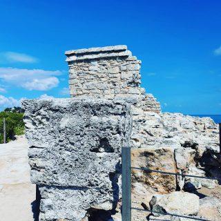 Dies sind die Ruinen des Tempels der Göttin Ixchel. Von dort gibt es wunderschöne Aussichten auf das Meer. Fernsicht ist garantiert.😍😍😍 Eintritt 30 Pesos. . . . #islamujeres #islamujeresmexico #ixchelgoddess  #meerliebe #mayaruins #culturamaya #maya #entdecken #reisebloggerin #reisen #mexikoreise  #martinasreisewelt