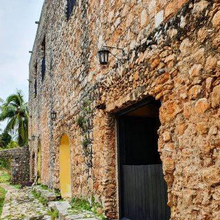 Alte Mauern haben viel zu erzählen. Man muss nur zuhören können.🙂🙂🙂 Ex-convento de San Bernardino in Valladolid, Yucatan. . . . #valladolidyucatan #valladolid #yucatanpeninsula #yucatanmexico #yucatan #mexiko #mexico #convent #entdecken #besichtigen #mexikoreise #reiseblog #reisefotografie #fotografieistunserhobby #martinasreisewelt