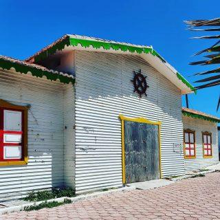 Blauer Himmel und bunte Häuschen, ich liebe es.😍😍😍  . Mehr Infos zur Isla Mujeres findet ihr auf meinem Blog unter https://martinasreisewelt.de/reisebericht-isla-mujeres-meine-persoenlichen-tipps . . #islamujeresmexico #islamujeres #isla #insel #blauerhimmel #bluesky #mexikoreise #reiseblog #martinasreisewelt