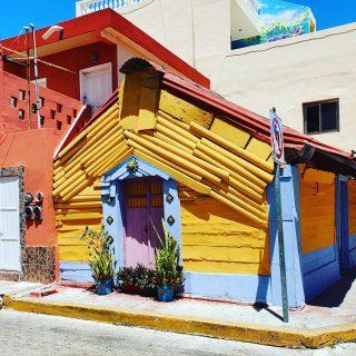 Heute habe ich viel an Isla Mujeres gedacht. Das Haus ist einer der vielen Hingucker auf der Insel.😍😍😍 . . . #islamujeresmexico #islamujeres #isla #insel #inselfeeling #mexiko #ilovemexico #instamood #instamexico #happyness #goodfeeling #entdecken #streetphotography #martinasreisewelt