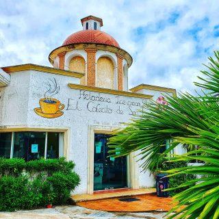 Kleines Café neben der Kirche in Puerto Morelos. Ein leckeres Eis oder einen guten Kaffee gibt es nicht nur nach der Messe. 🙂😍🙂 . . . #puertomorelos #puertomorelosmexico #rivieramaya #rivieramayamexico #kaffee #eis #cafe #reisebloggerin #martinasreisewelt