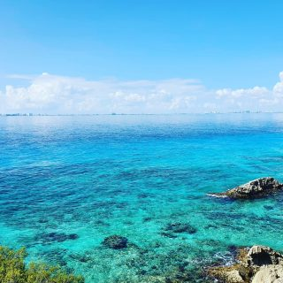 Punta Sur auf Isla Mujeres mit Blick nach Cancun. Die verschiedenen Farben des Meeres sind atemberaubend. . . . #islamujeresmexico #puntasurislamujeres #vitaminsea #meerliebe #shadesofblue #cancunmexico #entdecken #traumhaft #instamexico #martinasreisewelt