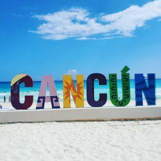 Ich liebe diese bunten, fröhlichen Buchstaben.  Hier stehen sie direkt am Strand und man kann sogar das türkisfarbene Meer erkennen. . . . #werbungwegenverlinkung #panamajackcancun #cancun #cancunmexico #cancunbeach #cancún #quintanaroomexico #beachday #beachvibes #vitaminsea #instacancun #entdecken #martinasreisewelt