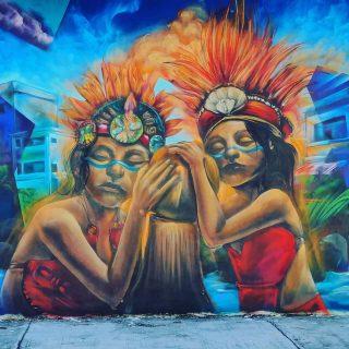 Auch hier zeigt Streetart die Verbindung von alter Kultur und dem modernen Leben.😍😍😍 . . . Mehr Tipps zu Playa del Carmen und Ausflügen in die Umgebung findet ihr auf meinem Blog unter  https://martinasreisewelt.de/urlaubsziel-mexiko-playa-del-carmen-unternehmungen-und-ausflugstipps . Link in Bio🙂 . . . #streetart #streetartphotography #playadelcarmenmexico #playadelcarmen #rivieramaya #rivieramayamexico #ausflugstipps #culturamaya #maya #mayaculture #entdecken #reiseblog #reisebloggerin #reisefotografie #fotografieistunserhobby #martinasreisewelt
