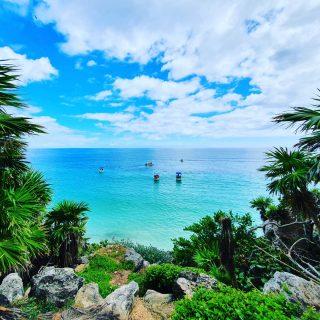 Wenn das Segelschiffe wären, würde ich meinen, so ähnlich sah die Eroberung des Paradieses aus. . . . #tulumruins #tulummexico #tulum #tulumruinas #mayaculture #culturamaya #mayaruins #maya #mayas #paradies #aussicht #aussichtgenießen #mirador #entdecken #fotografieistunserhobby #instanature #instamexico #martinasreisewelt