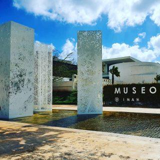 Museo Maya de Cancun. Die Kultur der Maya finde ich unglaublich interessant und die Ruinen absolut sehenswert.😍😍😍 . . . #museomayadecancun #museo #museum #cancun #cancunmexico #cancún #rivieramayamexico #rivieramaya #quintanaroomexico #quintanaroo #mayaculture #mayaruins #culturamaya #maya #mexiko #mexiko #mexikoreise #reiseblog #reisefotografie #martinasreisewelt