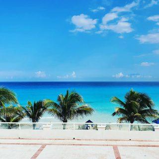 Wunderschöne Aussicht vom Zimmer. Das türkisfarbene Meer ist zum Greifen nahe. . . . #beachvibes #vitaminsea #cancunmexico #cancunbeach #werbungwegenverlinkung #panamajackcancun #meerliebe #meer #martinasreisewelt