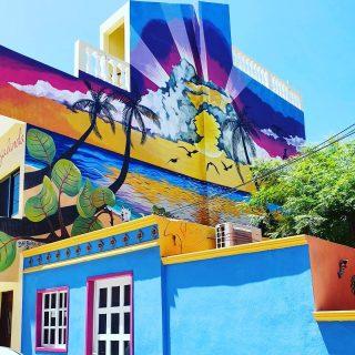 Auf der Isla Mujeres gibt es nicht nur traumhafte Strände, sondern auch tolle Streetart. Einfach auch zwischendurch nach oben schauen.🙂🙂🙂 . Mehr Tipps zur Isla Mujeres findet ihr auf meinem Blog unter https://martinasreisewelt.de/reisebericht-isla-mujeres-meine-persoenlichen-tipps . . . #islamujeres #islamujeresmexico #streetart #streetartphotography #murales #muralesart #murals #insel #isla #mexiko #mexico #reiseblog #entdecken #fotografieistunserhobby #martinasreisewelt